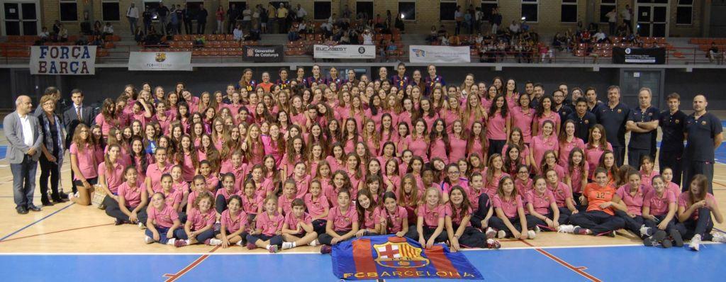 Alt handler ikke bare om fotball i Barcelona. Her er volleyballgruppa og de arrangerer årlig turnering for U14-U19 i juni.