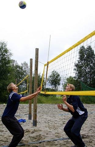 Stian Sagstad (t.v.) og Yngve Antonsen avbildet på Sofiemyr før de skulle til junior-VM i sandvolleyball i 2007. FOTO: ROY KONTERUD