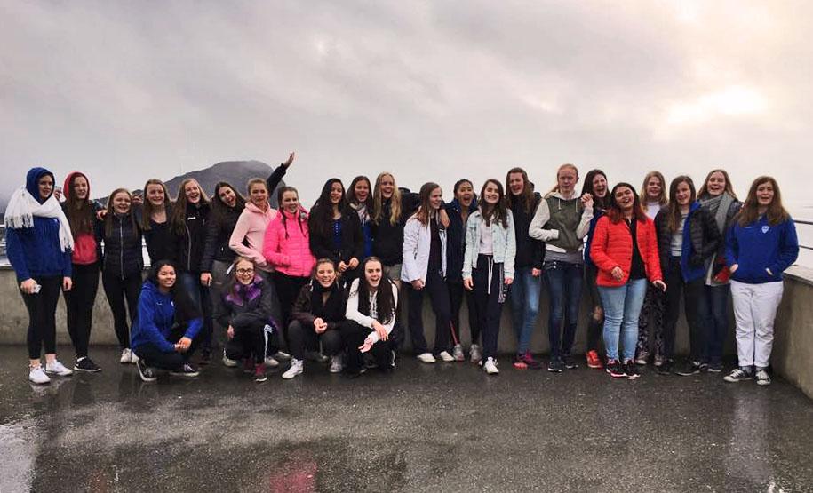 Kolbotnjenter på toppen av Ålesunds Byfjell Aksla