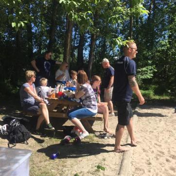 Morten hadde kontroll ved picnicbordet som ga publikum mulighet for en liten hvil