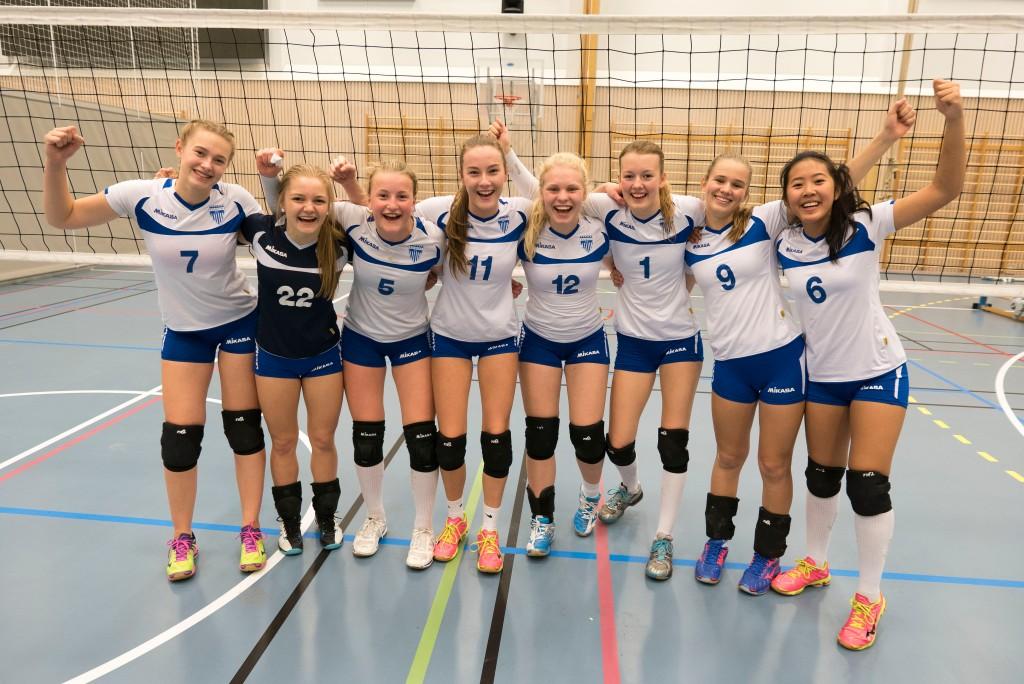 Kolbotn JU17 fra venstre Elin Widmer, Marte Steen, Siri M. Hærum, Mille Sannes Sweder, Christiane Stormo Tonheim, Jenny J. Hansen, Stine Bækkevold og Victoria Doan.