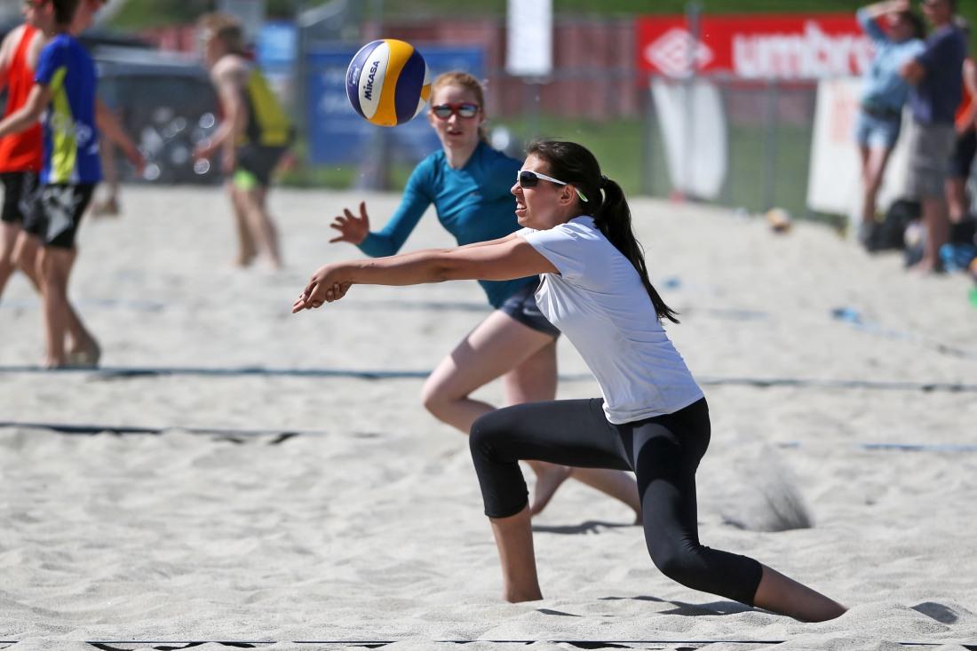 Sunniva og Elise deltok i Øst Beach Tour 2 og gjorde en fin innsats i sanden.